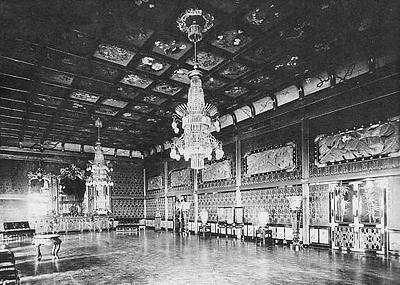 腹案その1「明治宮殿の再建」(写真は明治宮殿千草の間/ウィキペディアより) 現在の皇居宮殿(新宮